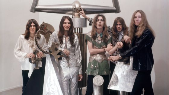 LOS ANGELES, CA - FEBRUARY 6: Rock group Alice Cooper ( Alice aka Vincent Furnier is in the middle) pose for a portrait at a Venice art gallery on February 6, 1970 in Los Angeles, California. (Photo by Ed Caraeff/Getty Images)