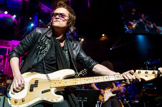 glenn-hughes-performing-2014-billboard-650